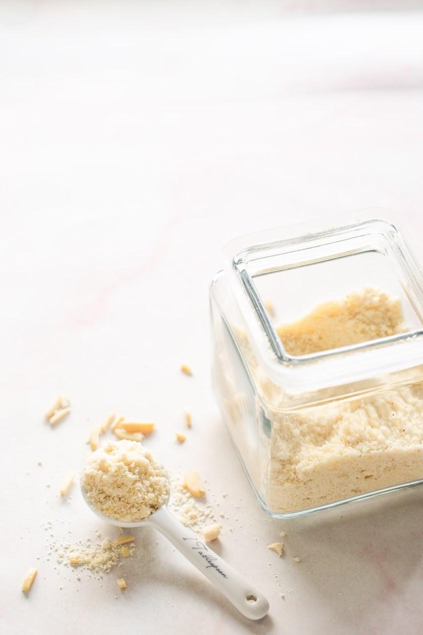 harina de almnendras hecha en casa en bote de vidrio