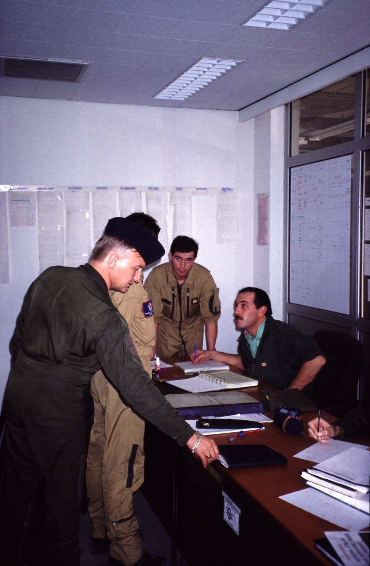 En 1990aux OPS