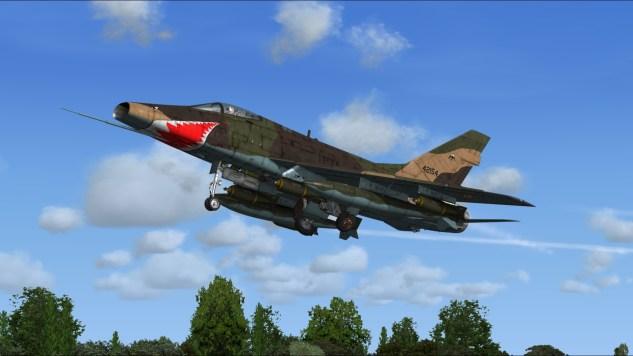 Un F-100 existe, notamment pour deux des simulateurs grand public les plus pratiqués (FSX & Prepar3D