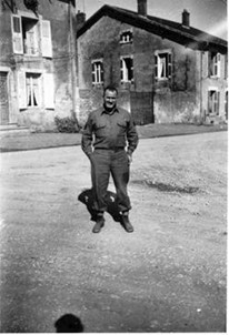 William Albert AKERS, alors cuisinier au 850th bataillon du génie américain.