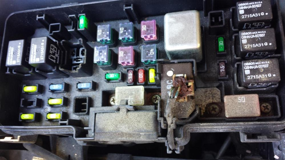 medium resolution of click image for larger version name 20161029 162429 jpg views 137 size 283 6 burned out wires in engine fuse box