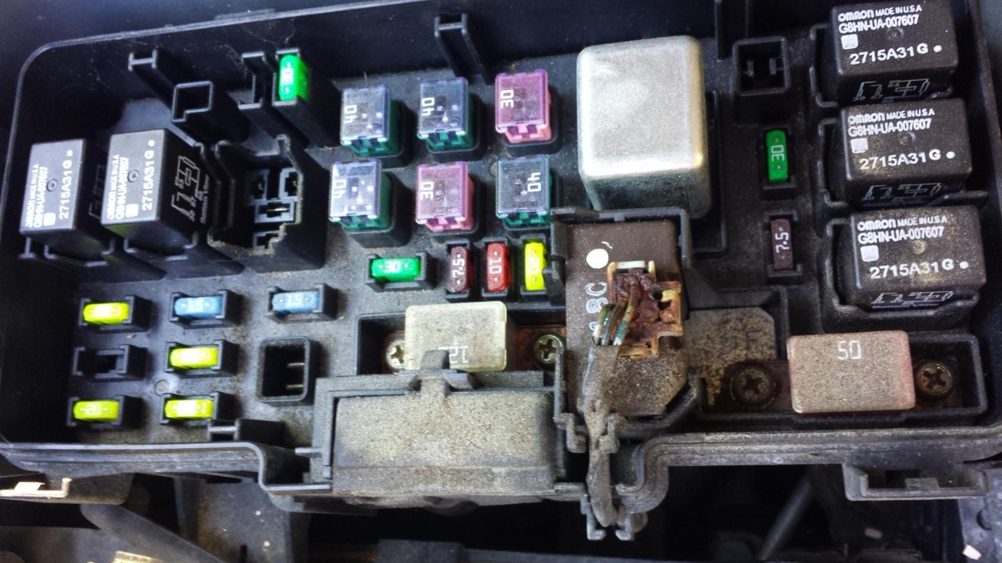 hight resolution of click image for larger version name 20161029 162429 jpg views 137 size 283 6 burned out wires in engine fuse box