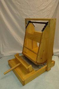 swinging-wool-picker-5