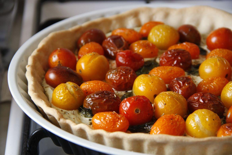 Pastel salado con requesón perfumado y cherry coloridos | Pimienta y Purpurina