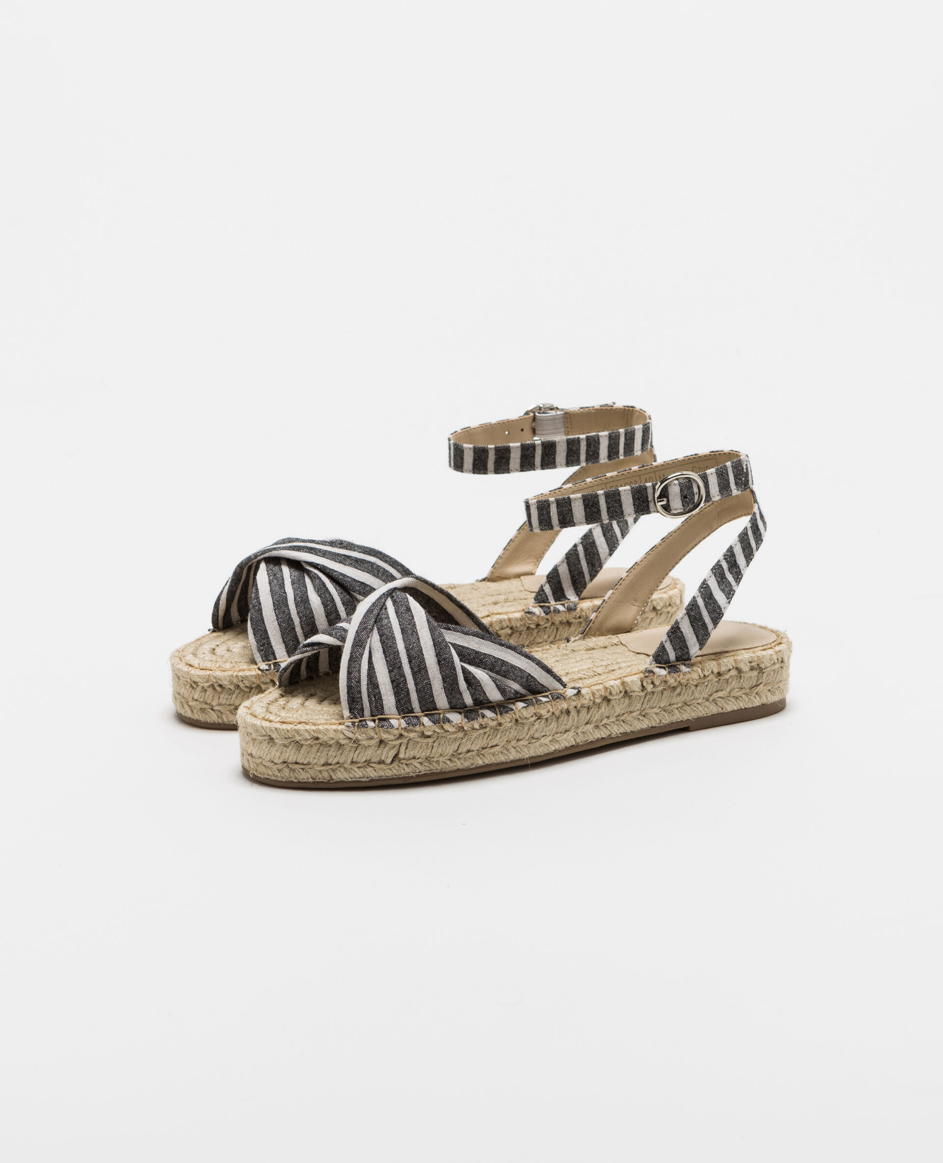 Sandales en paille beige