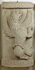 Anonimo romanico adriatico Sec. XII, Parti di ambone: leone di S. Marco e toro di S. Luca