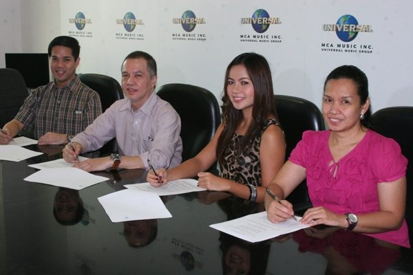 Sitti Contract Signing MCA Music
