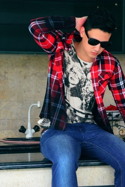 Yishion lets fashion-conscious guys amp up the cool factor with their dip-dyed plaid shirt and an eye-catching graphic tee.