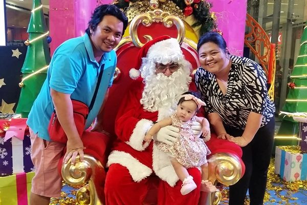 Family pic with Santa Claus