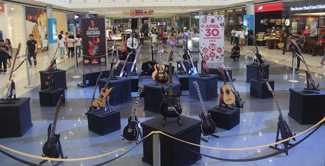 Trenta Guitara at SM City Masinag