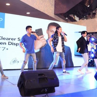 VIVO V7 was launched in four different Malls featuring Celebrity Performers.