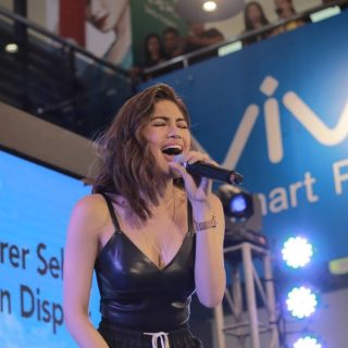 VIVO's Newest Local Ambassador Julie Ann San Jose and Ashley Rivera Led the V7 launch at SM North EDSA.