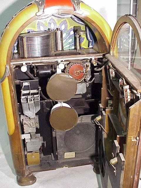 """Wurlitzer Model 850 Jukebox """"Peacock"""" Of 1941 At"""