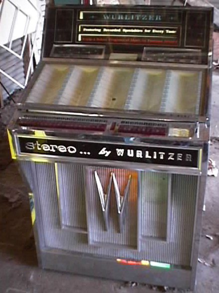 Wurlitzer 2800 Jukebox at wwwpinballrebelcom