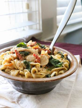 This creamy crockpot Italian chicken pasta requires almost no hands-on time and is the perfect comfort food for a busy day!   www.pinchmeimeating.com