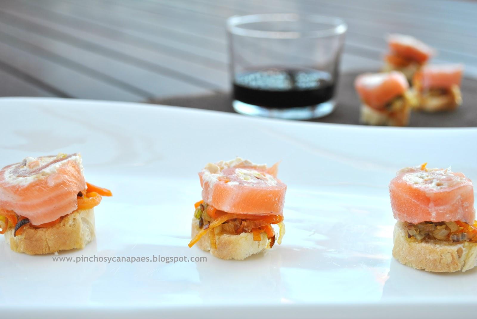 Canap s de salm n ahumado con queso philadelphia y for Canape de salmon