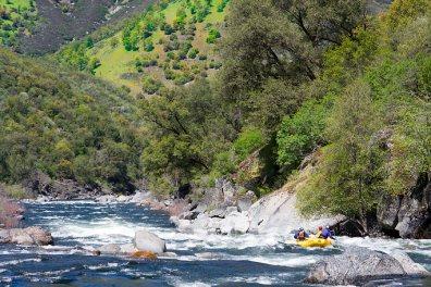 Tuolumne_River_Rafting_Hillside