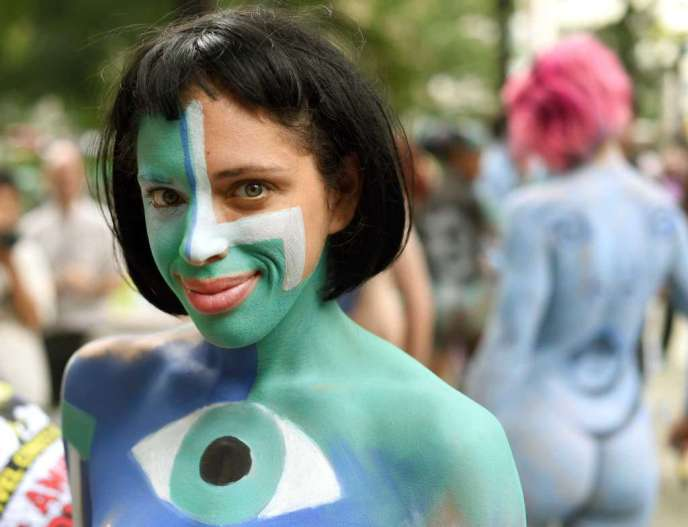 Bodypaint your Halloween costume
