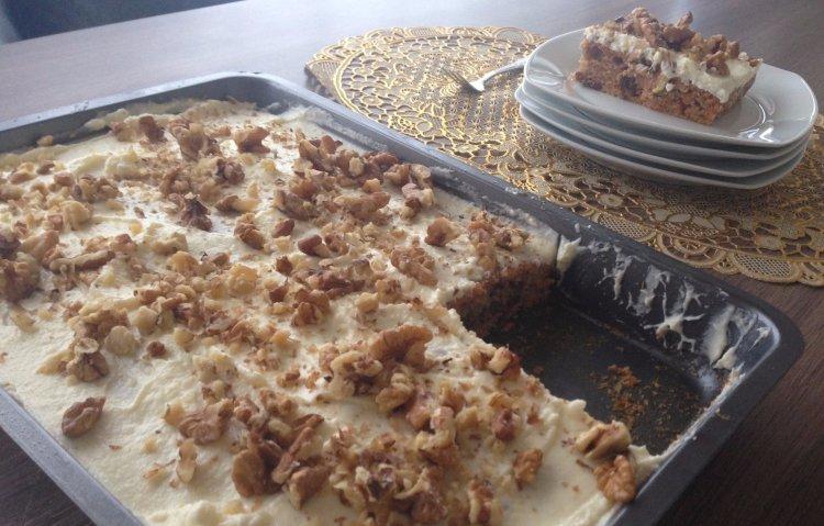 Worteltaart carrot cake gehackt