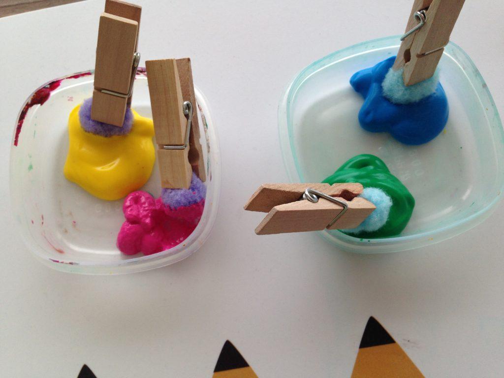 Kleurrijke windzak zelf maken knutselen met kinderen