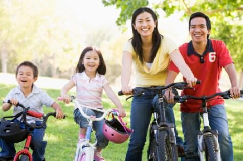 https://i0.wp.com/www.pingminghealth.com/wp-content/uploads/2011/11/family-exercise.jpg?resize=475%2C315