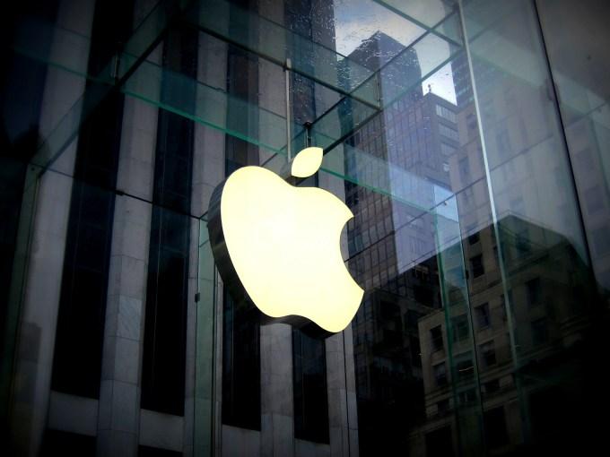 Logo de Apple en tienda