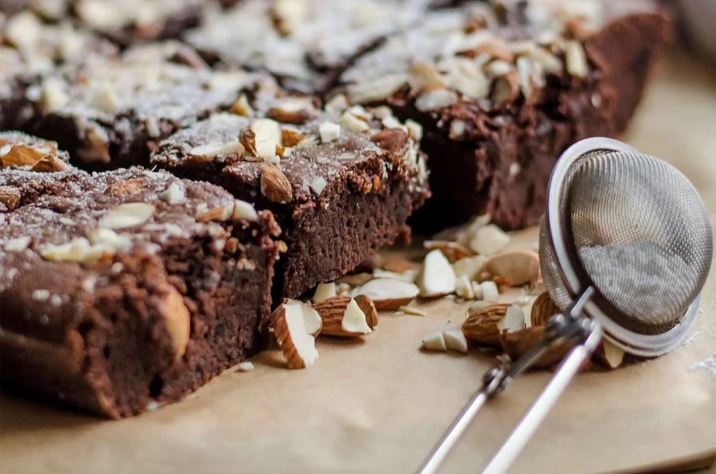 Proste brownie z czekoladą i migdałami