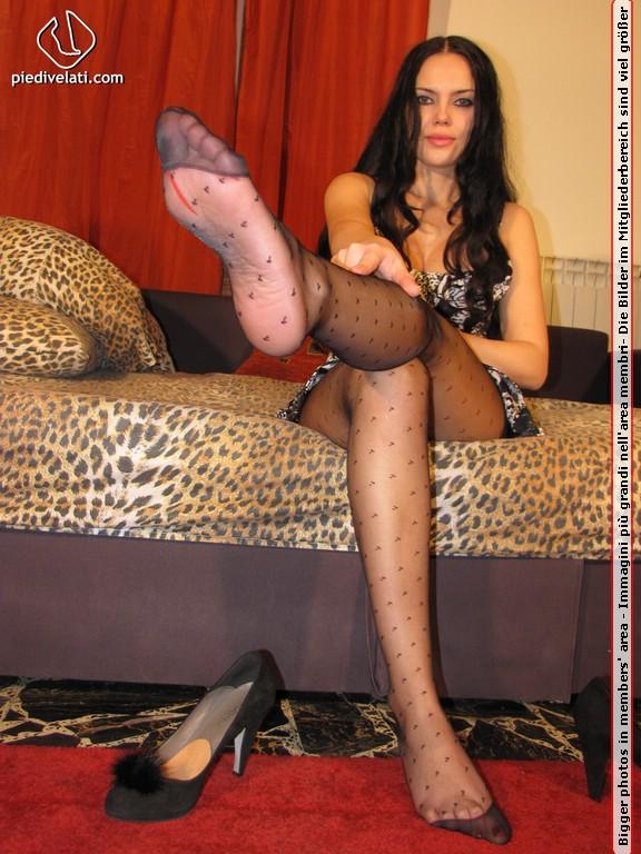 PinkFineArt  Diana Divano from Piedi Velati