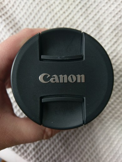 Again, just like the lens hood... minor scratches that always appear on Canon's lens caps.