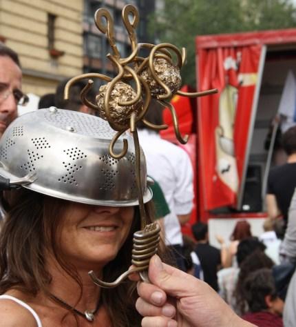 9414_-_Grande_mostro_di_spaghetti_volanti_al_Presidio_anticlericale,_Milano,_2_June_2012_-_Foto_di_Giovanni_Dall'Orto
