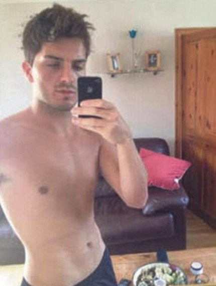 Daryll Rowe, man who used HIV as a weapon, posing in the mirror