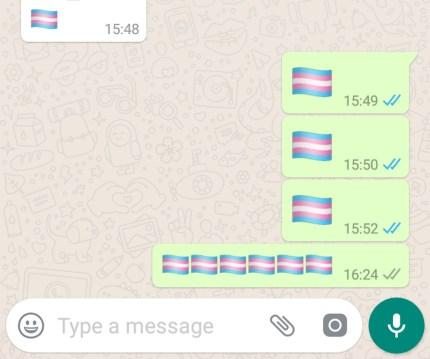 Una captura de pantalla de la bandera transgénica Orgullo emoji que se está utilizando en WhatsApp.