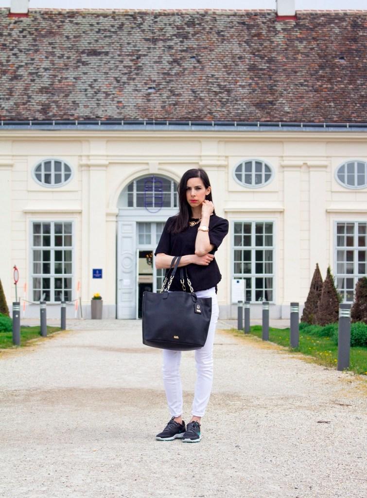 Simple way to wear Karl Lagerfeld tote bag