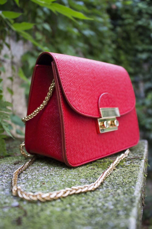 Red sammydress shoulder bag