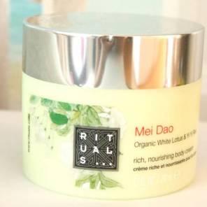 1 van mijn favoriete merken is Rituals, ik gebruik bijna geen andere body crèmes dan die van hun. Nu heb ik de Mei Doa, ruikt echt zo fantastisch.