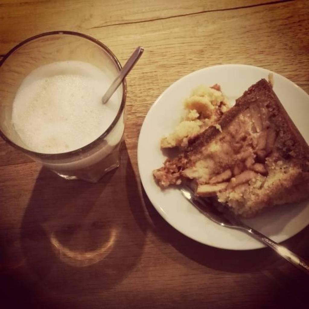 SUPER lekkere appeltaart! Om suiker in de koffie durfde ik natuurlijk niet te vragen :D
