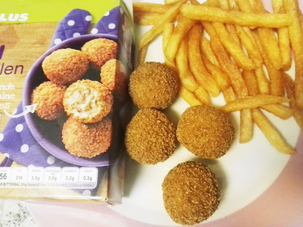 plusbitterballen - 26 Lekkere hapjes en snacks voor op een feestje, of bij de TV.