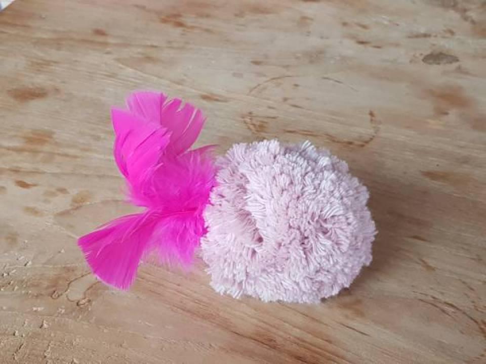 Flamingo Knutselen met Sien en Co knutselblog voor Mommy loves Pink de staart - DIY de Roze Flamingo