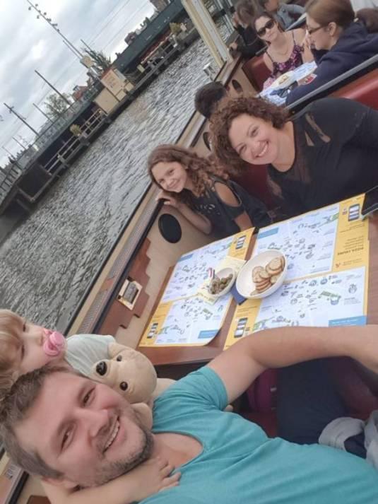 IMG 20170815 WA0025 - Als toerist door Amsterdam met de Pizza Cruise