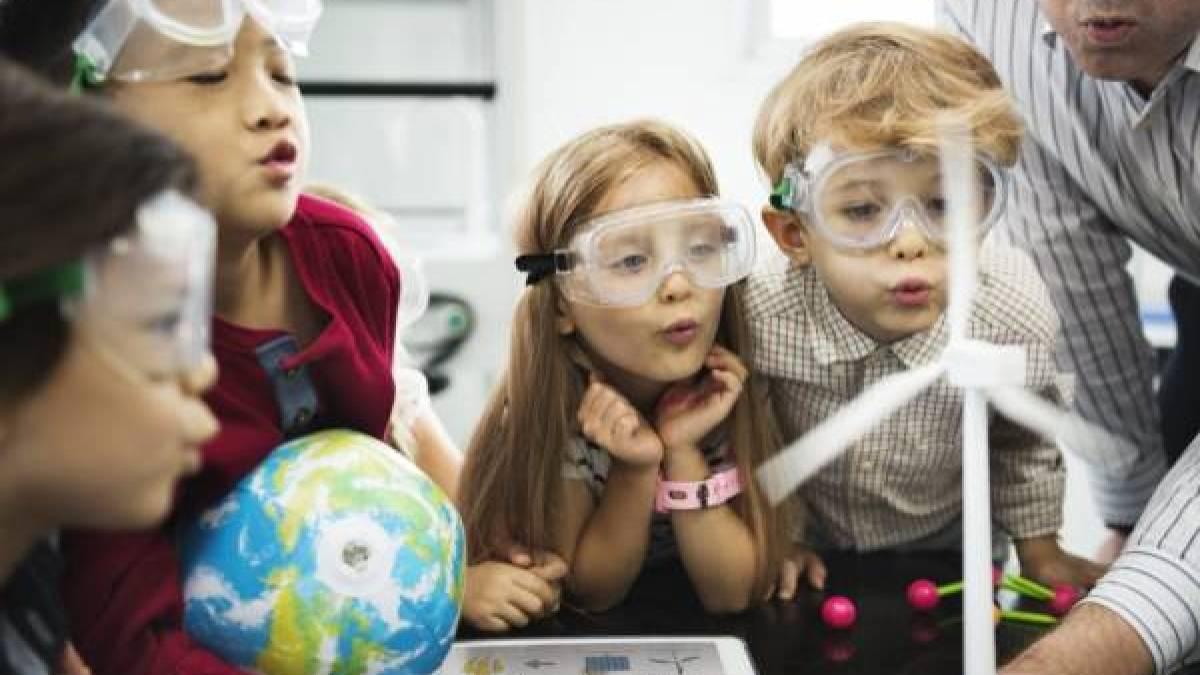stem4 - Technisch speelgoed voor meisjes;  STEM - Science, Technology, Engineering en Mathematics