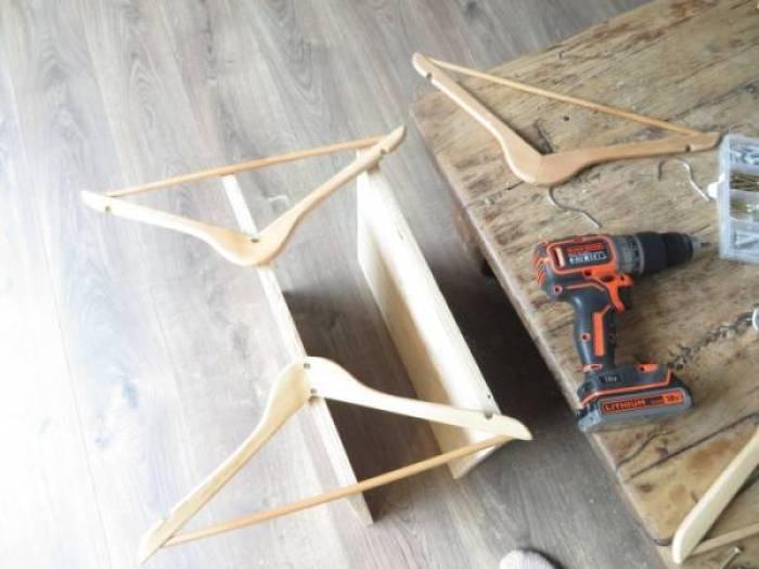 IMG 2010 - DIY | Je oude tafel zo goed als nieuw en een tafel van kledinghangers