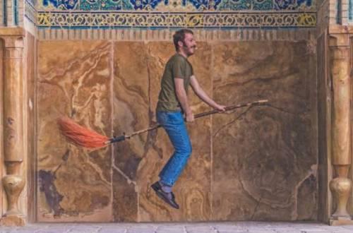 painting man broomstick unsplash1544169435 ImanSoleimanyZadeh - Het miskende nut van vaders