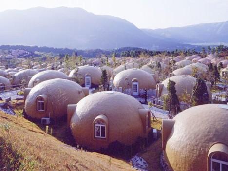 Espuma de poliestireno cúpula casas en la aldea de tierras de cultivo de Aso -