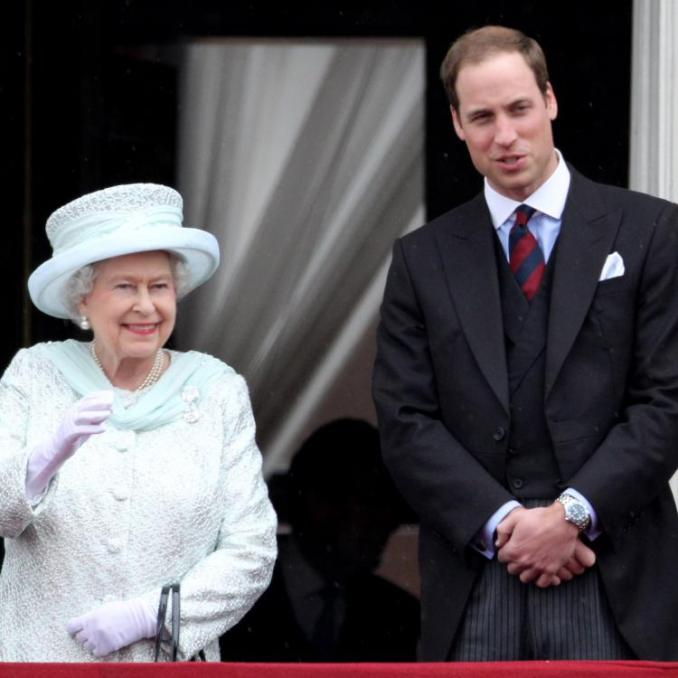 Queen Elizabeth & Prince William's outing without masks distresses royal fans