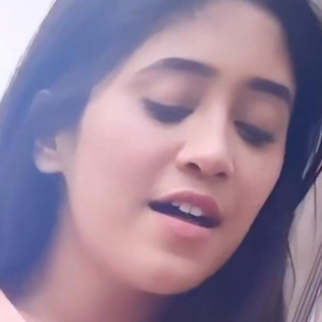 Yeh Rishta Kya Kehlata Hai star Shivangi Joshi singing 'Tu Jo Mila' will leave you amused; WATCH