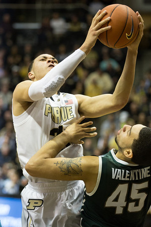 Kendall Stephens (21) drives the lane against Michigan State
