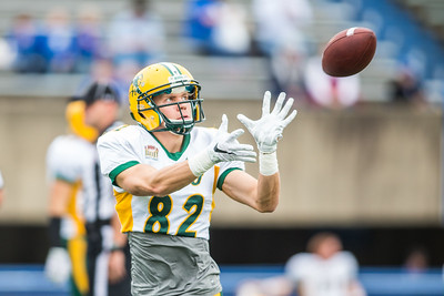 Zach Vraa makes a catch in warmups for the North Dakota State Bison at Indiana State on October 24, 2015