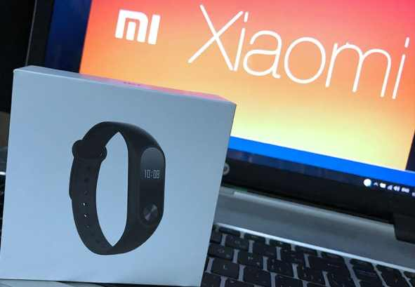Xiaomi Mi Band 2 on the box