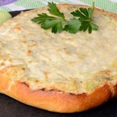 Focaccia rápida de queso y champiñones