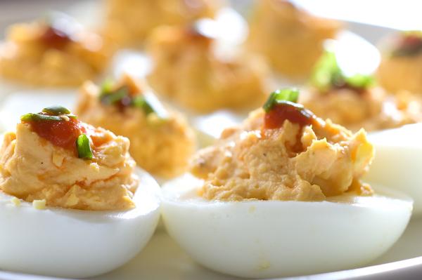 huevos_especiales_rellenos_de_atun_y_mayonesa_PintandoUnaMama